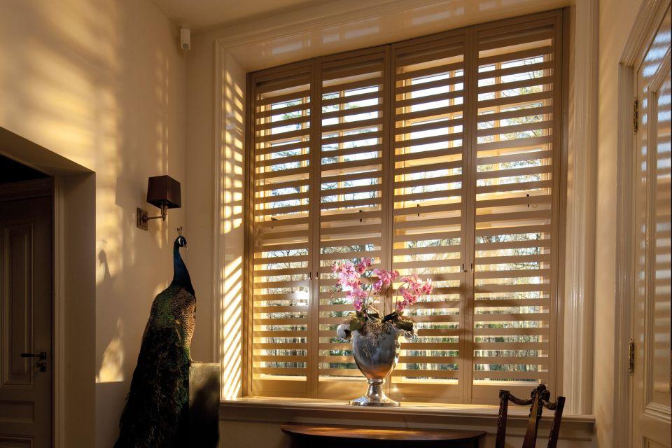 Raamdecoratie en zonwering binnen in ijsselstein utrecht for Raamdecoratie hout
