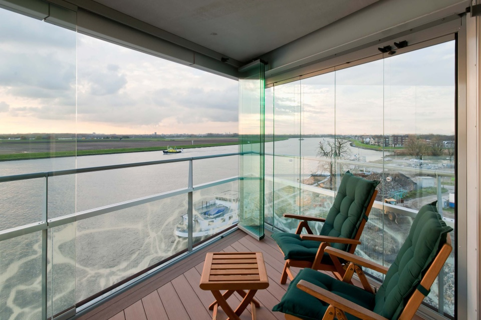 Glazen Afscheiding Terras : Buitengewoon genieten op balkon tuin terras